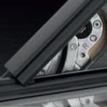 zawiasy samosmarowne - Okno obrotowe GLU 0051 VELUX z górnym otwieraniem