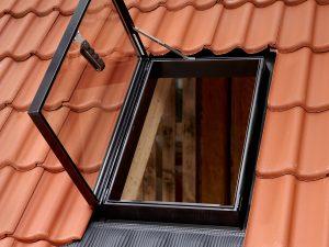 wyłaz dachowy okno na dach velux